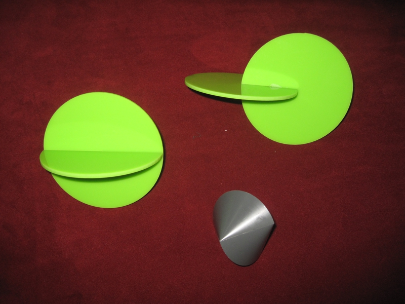 Spericon with two green models